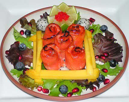 Caramelized salmon fruit salad