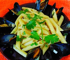 Penne pasta with mussels in white wine sauce