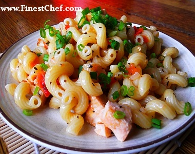 Salmon pasta with olive oil and wine sauce