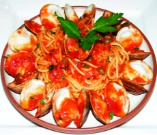 Spaghetti with clams pasta image