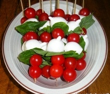 Tomato and bocconcini cheese salad skewers